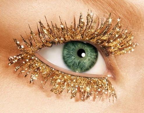 oro-glitter-su-ciglia-finte